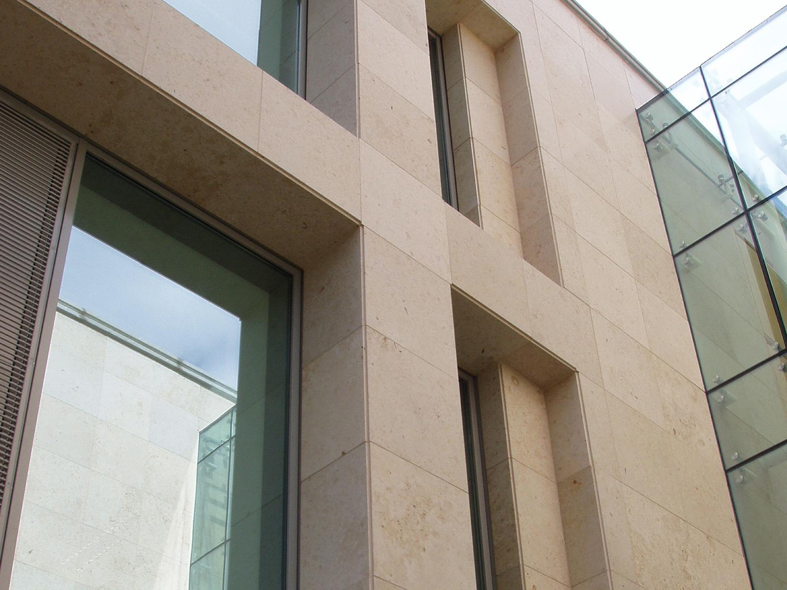 Piedra natural sabbia de solnhofen - Revestimiento de fachada ...