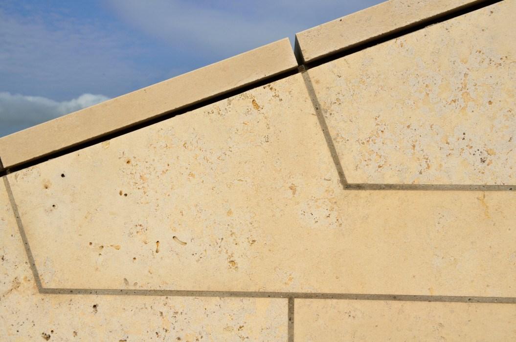 Detalle cubierta con piedra natural Solnhofen Oro