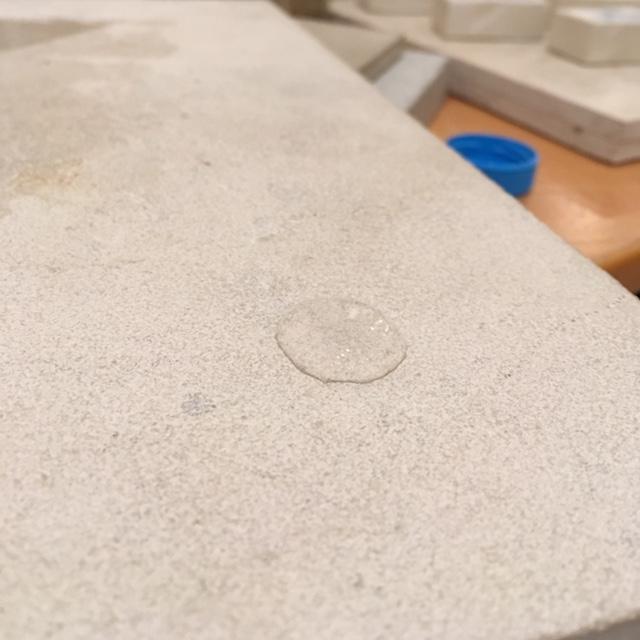 Piedra hidrofugada con HMK S34 efecto perla